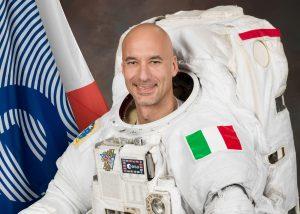 Date: 01-25-13 Location: Bldg 8, Studio Subject: Official Astronaut EMU Portrait of ESA Astronaut Luca Parmitano Photographer: James Blair