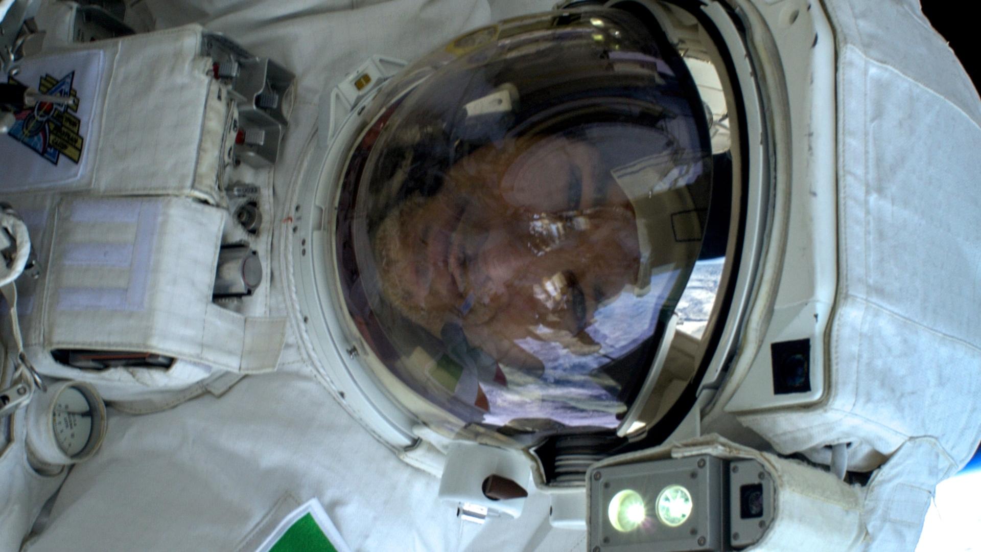 ASI - Parmitano in collegamento con gli studenti dalla ISS