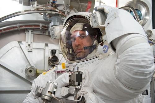 ASI - To go beyond… Luca Parmitano risponde agli studenti dalla ISS