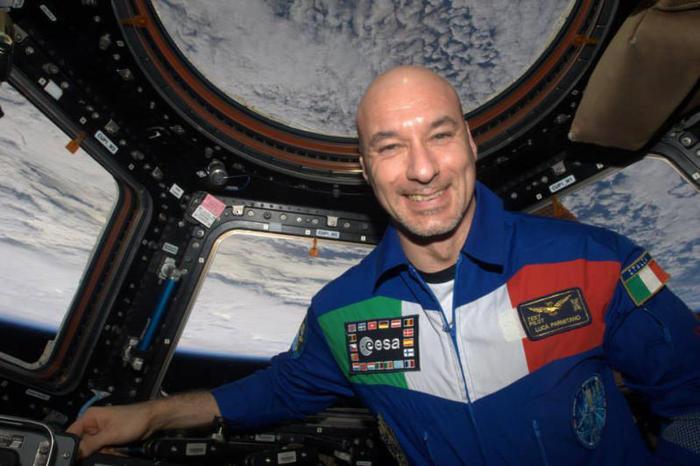 Parmitano in collegamento con gli studenti dalla ISS