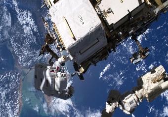 ASI - ACCESO CON SUCCESSO AMS-02: LUCA PARMITANO PROLUNGA L'ATTIVITÀ DELL'ESPERIMENTO SULLA ISS
