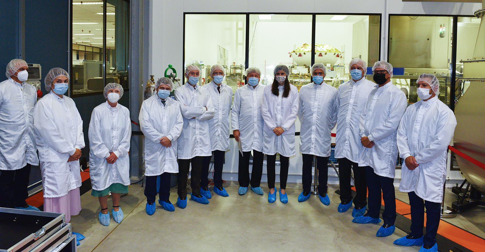 ASI - Fraccaro, Saccoccia e Profumo salutano ExoMars ai laboratori di Thales Alenia Space a Torino